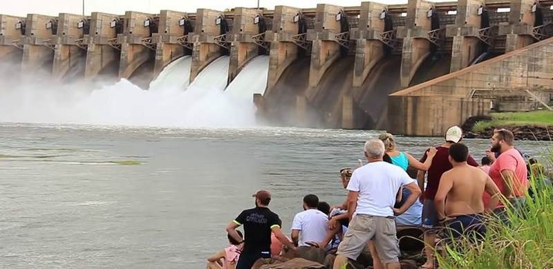 A usina hidrelétrica de Ilha Solteira, maior do Sudeste em potência instalada, chegou neste domingo à beira do colapso