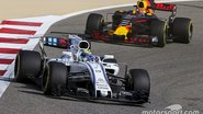 f1-bahrain-gp-2017-felipe-massa-williams-fw40-max-verstappen-red-bull-racing-rb13.jpg