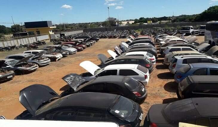 Veículos retidos e abandonados, não procurados e não reclamados serão leiloados