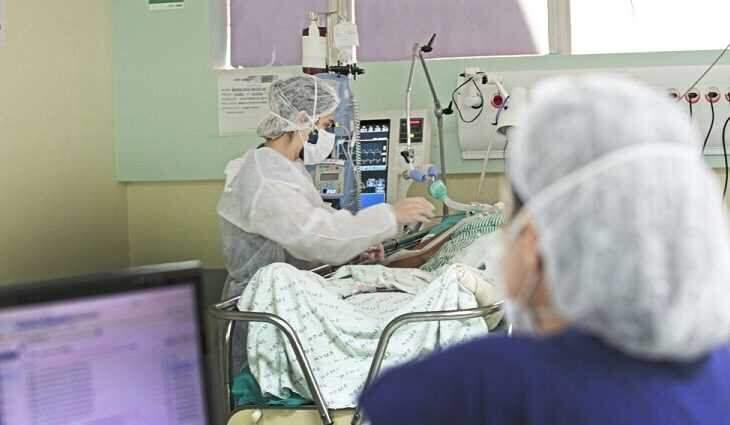 Leito de UTI com paciente covid em MS