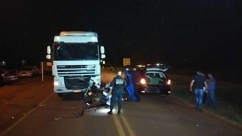 Vítima invadiu a pista contrária e colidiu com a carreta