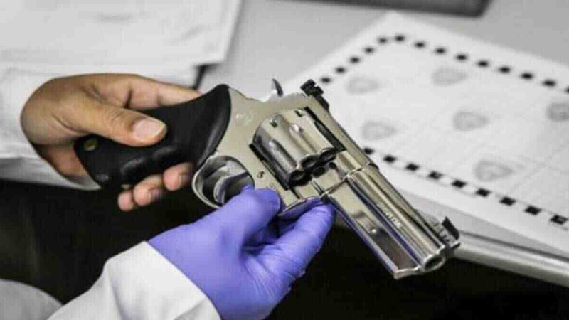 Armas de fogo são os principais meios utilizados para realizar os crimes