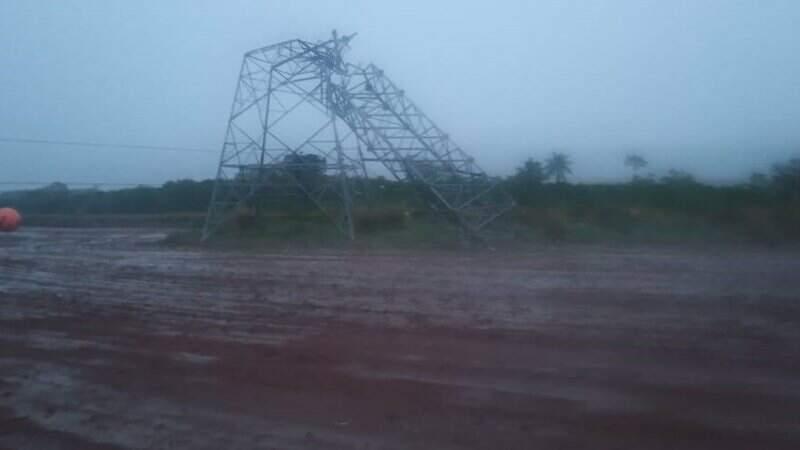 Torre de transmissão em Itaquiraí foi derrubada por conta da tempestade