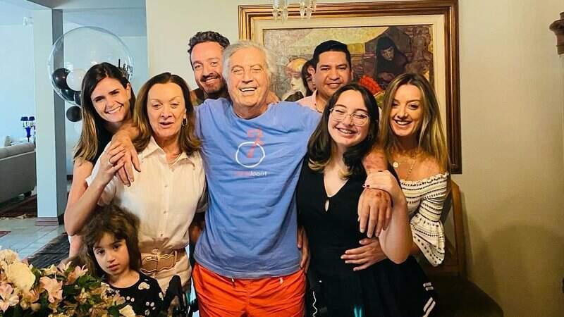 Vice-governador ao centro, com a família
