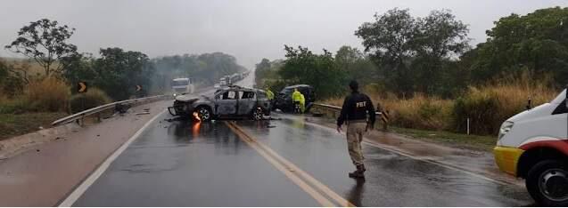 Policial rodoviário federal e condutor de Jeep Cherokee morrem em acidente na BR-163