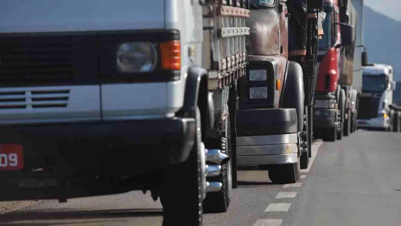 Caminhoneiros definem agenda nacional mirando preço do diesel e piso do frete