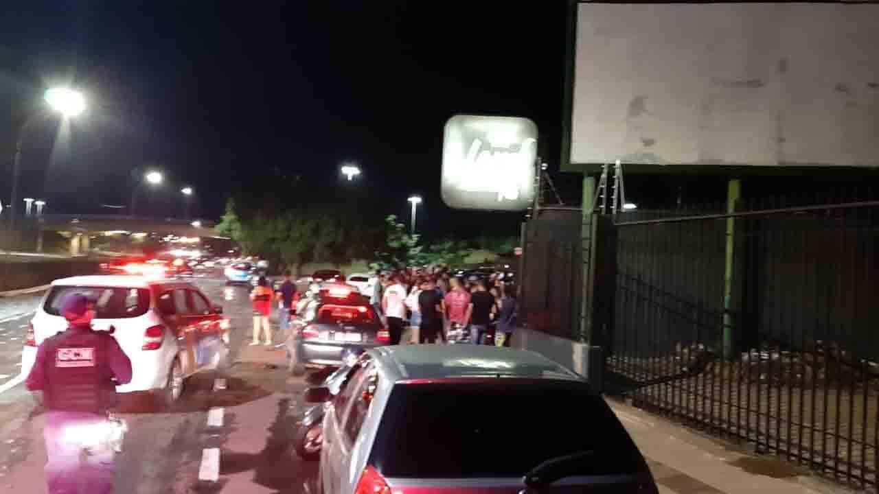 GCM dispersou multidão em frente a boate em Campo Grande - Foto: Divulgação / GCM