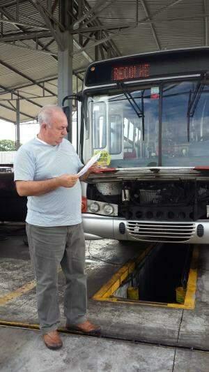 Funcionários comemoram com humor volta de ônibus mais novos às linhas