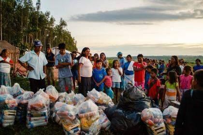 Alimentos entegures à comunidades (divulgação/ Coletivo Terra Vermelha)