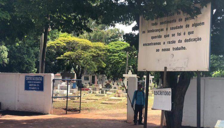Sepulturas destruídas deixam caixões e até restos mortais expostos em cemitério da Capital