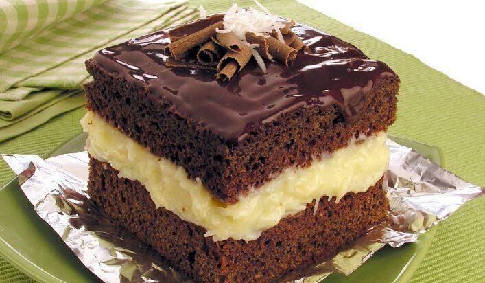 Receita de bolo gelado de coco e chocolate de dar água na boca