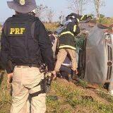 Motorista fica preso nas ferragens após capotar carro em rodovia