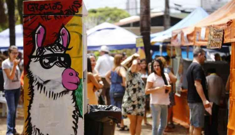 Arte, comida e renda extra: feira da Bolívia encanta campo-grandenses há 14 anos
