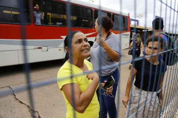 FOTOS: Veja imagens do protesto de mulheres no Terminal Morenão por atrasos