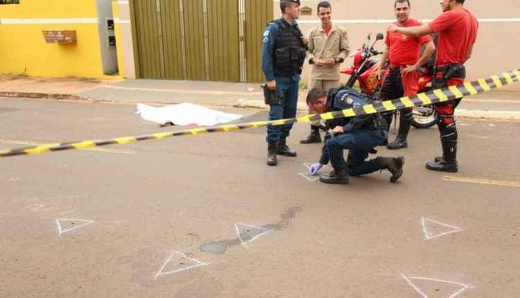 VÍDEO: Parentes reconhecem homem executado com tiros no peito em rua de Campo Grande