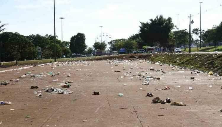 Campo-grandenses deixam rastro de sujeira na Cidade do Natal
