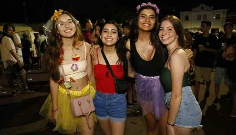 Último dia de carnaval reúne crianças e foliões que 'bebem menos'