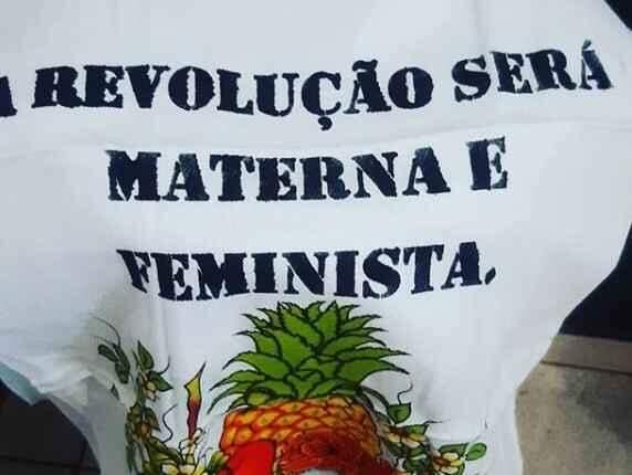 'Machista calado é um poeta': Mulher cria loja de panos de pratos com frases militantes