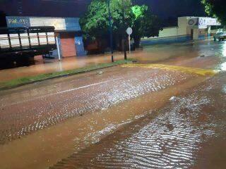 Chuva intensa nas últimas 24 horas deixou alagamentos e deslizamentos de terra em MS