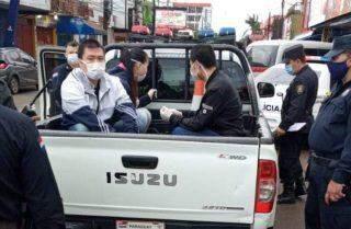 Paraguaio que se acorrentou no Brasil recebe autorização para voltar para casa