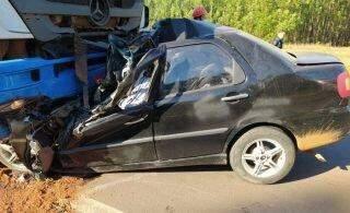 Identificada professora e filhos que morreram em colisão frontal entre carro e caminhão na BR-262