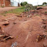 Depois de temporal que 'engoliu' rua no Noroeste, moradores reclamam