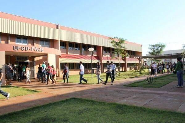 UFGD negou matrícula a aluno que recebeu certificado de conclusão do Ensino Médio fora do prazo de entrega, mas antes do início das aulas.