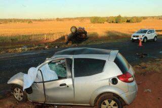 Motorista de 29 anos morre após invadir pista e colidir carro frontalmente com camionete