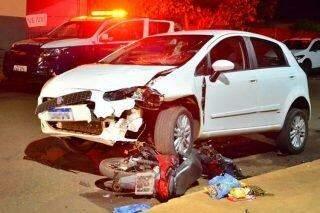 Acidente entre carro e moto mata professora de 46 anos