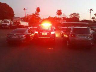 Dupla é presa em hotel com dois carros roubados que iriam para a fronteira