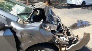 Cão na rua teria causado acidente envolvendo dois carros e viatura da perícia