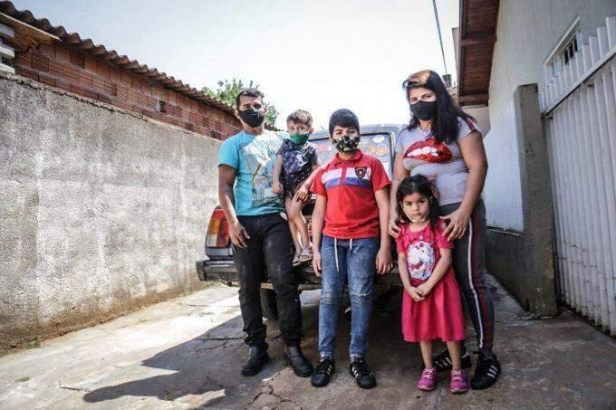 Família venezuelana viajou mais de 11.000km com carro russo atrás de sonho