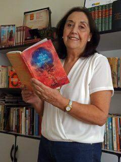 Autora Ana Maria Bernardelli lança livro de poemas 'Na Trilha das Formigas' nesta quinta