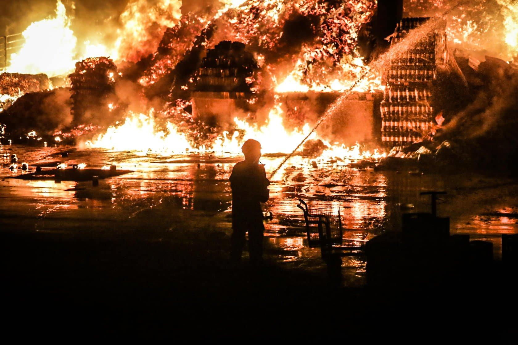 GALERIA: Confira as imagens do incêndio de grandes proporções no Atacadão -  Jornal Midiamax