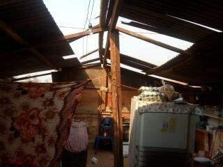 VÍDEO: Redemoinho destrói telhados e deixa famílias assustadas no Noroeste