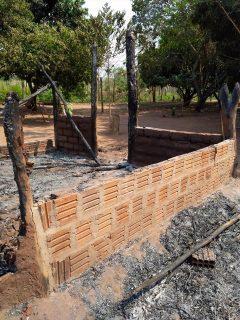 Família com seis crianças que perdeu tudo em incêndio pede por doações