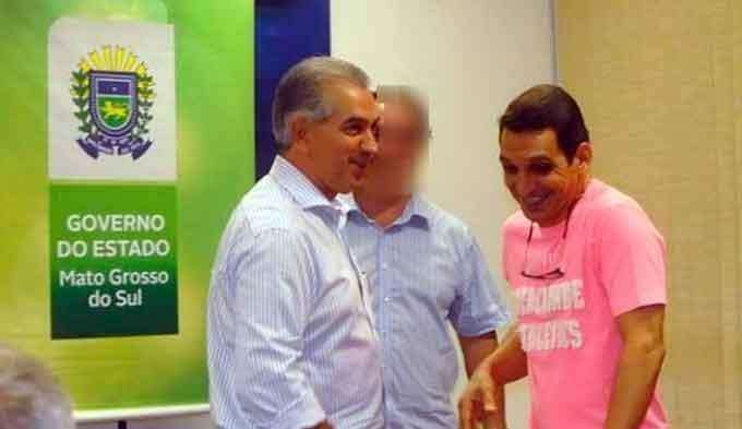 Osvane Ramos (dir.) e o governador Reinaldo Azambuja: indiciados pela PF
