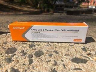 Testes começam em servidores e MS pode ter vacina contra coronavírus em janeiro