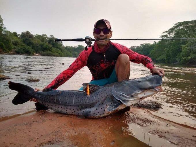 Pescador de Campo Grande captura peixe de 1,4m no rio Aquidauana