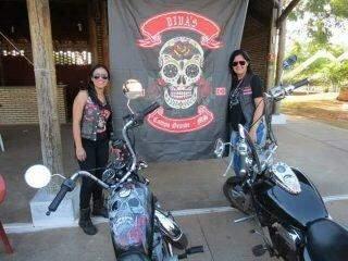 Em Campo Grande, mulheres saem da garupa e dão show de empoderamento sobre duas rodas