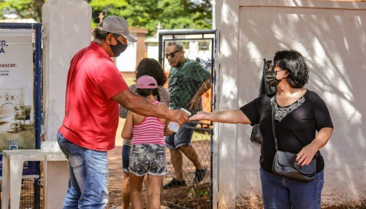 Devido à pandemia, campo-grandenses 'antecipam' o Dia de Finados para manter tradição de visitas a cemitérios