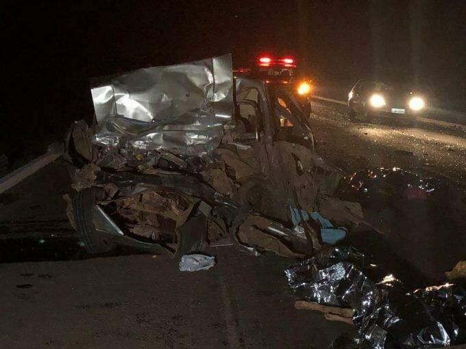 AGORA: Acidente entre carro e carreta deixa 8 mortos na BR-267