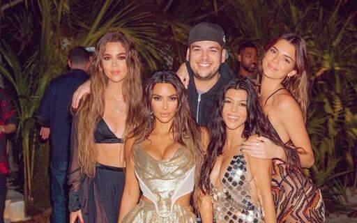 Kim Kardashian gasta U$1 milhão em polêmica viagem de aniversário