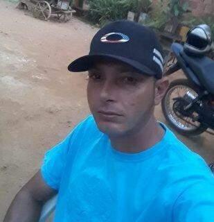 Pedreiro fazia manutenção no carro quando foi executado no Jardim Sumatra