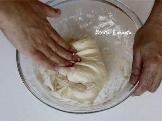 Aprenda a fazer massa fofinha e sem sovar com quatro ingredientes
