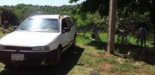 Ladrões paraguaios fogem e abandonam vaca viva no porta malas de uma Parati