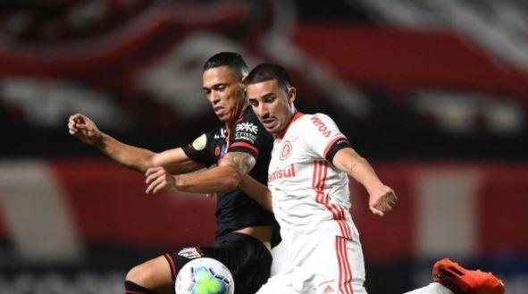 Galhardo perde pênalti, Inter empata com Goiás e se distancia da liderança