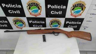 Justiça determina busca e suspeito de matar cachorro a tiros é preso com arma