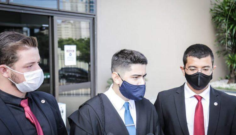 'A Fernanda não ficou inerte', diz promotor em julgamento de cafetina acusada de matar ex-superintendente