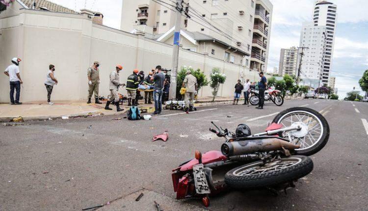 VÍDEO: Motociclista 'voa' ao ser atingido por carro em cruzamento de Campo Grande